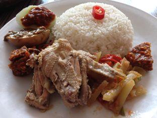 Foto 1 - Makanan(Nasi Campur) di Warung Bu Kris oleh awakmutukangmakan