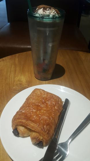 Foto review Starbucks Coffee oleh Stefy  3