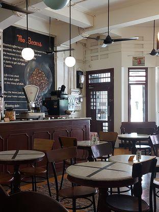 Foto 4 - Interior di Bakoel Koffie oleh Mouthgasm.jkt