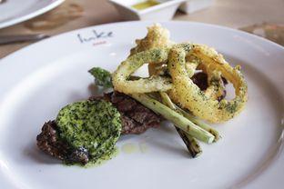 Foto 12 - Makanan(Char grilled rump, asparagus, onion rings, seaweed butter ) di Salt Grill oleh Wisnu Narendratama