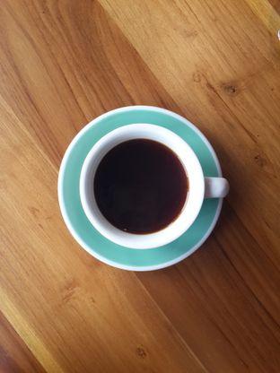 Foto 4 - Makanan(Long Black) di Sta's Coffee & Bakery oleh @stelmaris
