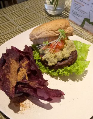 Foto 4 - Makanan(Mighty Mushroom Burger) di Burgreens Express oleh maysfood journal.blogspot.com Maygreen