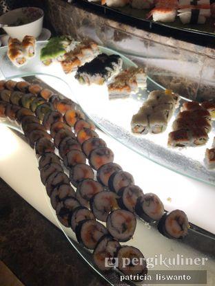 Foto 7 - Makanan(Japanese Stall - Assorted Sushi) di The Cafe - Hotel Mulia oleh Patsyy