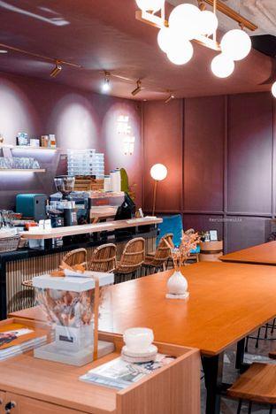 Foto 10 - Interior di 11:11 Coffee oleh Indra Mulia