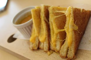Foto 5 - Makanan(Grilled Cheese Toast) di Turning Point Coffee oleh Komentator Isenk