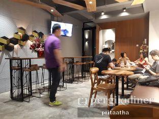 Foto 2 - Interior di MacKenzie Coffee oleh Prita Hayuning Dias