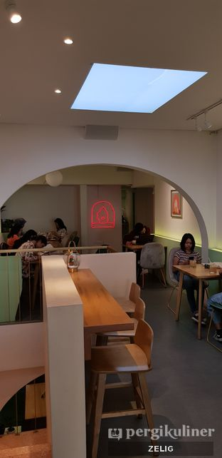 Foto 3 - Interior di Cliq Coffee & Kitchen oleh @teddyzelig
