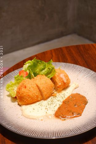Foto review Upstairs Coffee Signature oleh Vionna & Tommy 8