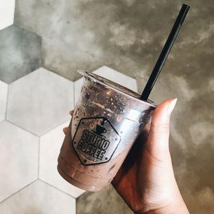 Foto 4 - Makanan(Es Coklat) di Studio Coffee oleh Della Ayu