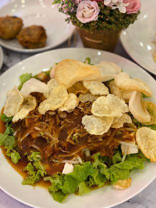 Foto 3 - Makanan(medanese fried tofu salad) di Garage Cafe oleh Jeljel