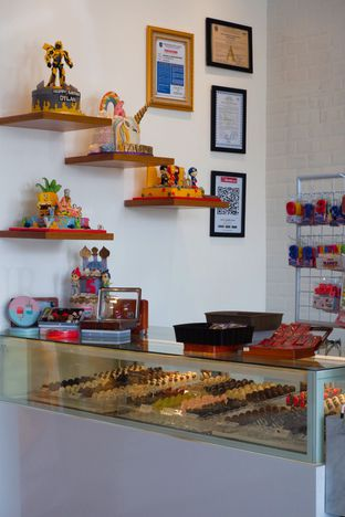 Foto 9 - Interior di Dapur Cokelat Coffee oleh yudistira ishak abrar