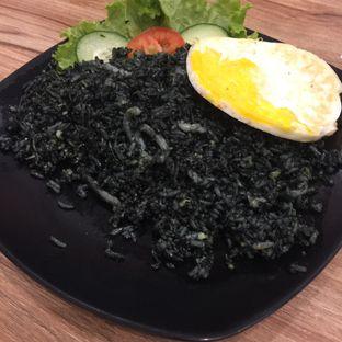 Foto 2 - Makanan(Nasi Grg Item) di OTW Food Street oleh Anne Yonathan