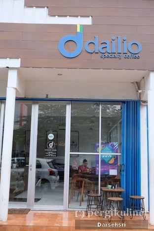 Foto 5 - Eksterior di Dailio Specialty Coffee oleh Darsehsri Handayani