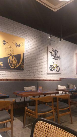 Foto 2 - Interior di Chief Coffee oleh Sari Cao
