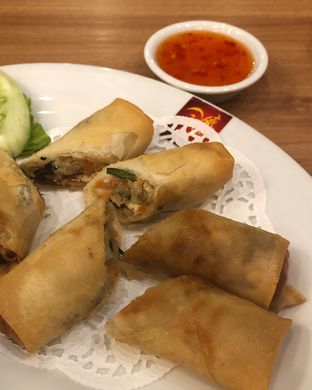 Foto 3 - Makanan(Spring roll with chicken and vegetables) di Wee Nam Kee oleh Claudia @claudisfoodjournal