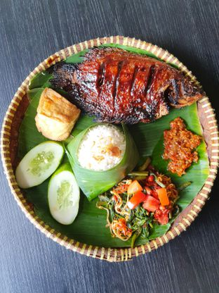 Foto 1 - Makanan di Hayam Bakakak Gosrek oleh Makan2 TV Food & Travel