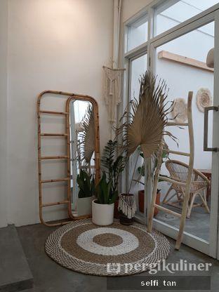 Foto 7 - Interior di Lanell Coffee oleh Selfi Tan