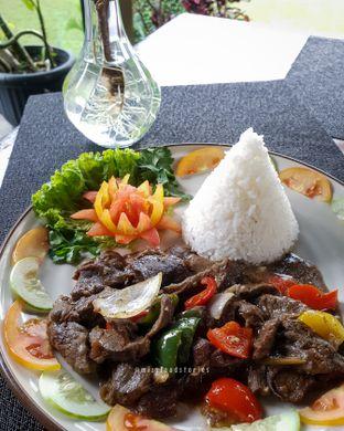 Foto 4 - Makanan di Maximo Resto & Garden - Puri Setiabudhi Residence Hotel oleh @mizzfoodstories