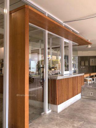 Foto 4 - Interior di Pause Coffee oleh menumenusby