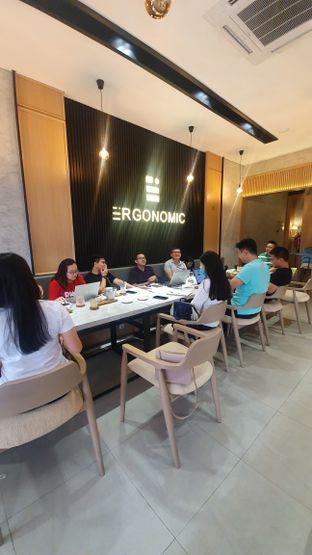 Foto 2 - Interior di Ergonomic Coffee & Lounge oleh Naomi Suryabudhi