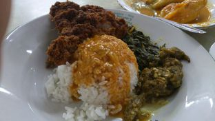 Foto 1 - Makanan(nasi padang) di Rumah Makan Padang Raya II oleh Eliza Saliman