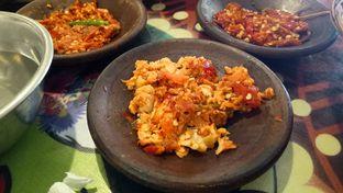 Foto 6 - Makanan(Sambal-sambalan) di Waroeng SS oleh Jocelin Muliawan
