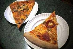 Foto 3 - Makanan(Sliced Pizza) di Pizza Place oleh Fadhlur Rohman