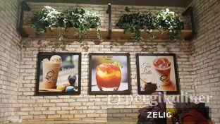 Foto 5 - Interior di KOI Cafe oleh @teddyzelig