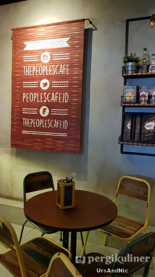 Foto 7 - Interior di The People's Cafe oleh UrsAndNic