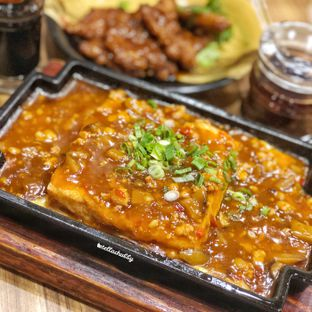 Foto 1 - Makanan(Hotplate tofu with minced pork) di Paradise Inn oleh Stellachubby