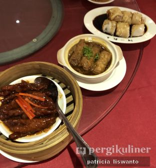 Foto 5 - Makanan(cakar aya & tim kulit tahu & chongfan) di Ah Yat Abalone Forum Restaurant oleh Patsyy