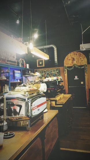 Foto 1 - Interior di Giyanti Coffee Roastery oleh Riris Hilda