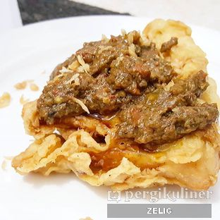 Foto 2 - Makanan(Pisang Goreng + Sambal Roa) di Restoran Beautika Manado oleh @teddyzelig