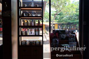 Foto 9 - Interior di Angel In Us Coffee oleh Darsehsri Handayani