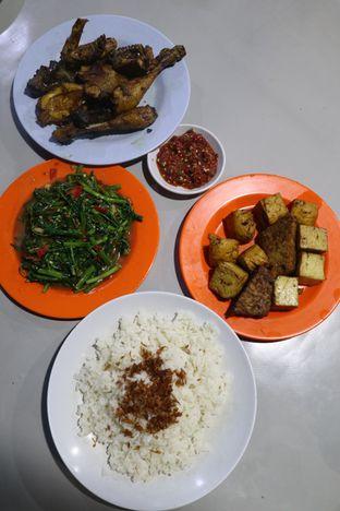 Foto 2 - Makanan di Nasi Uduk Kota Intan (Aweng) oleh thehandsofcuisine