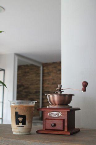Foto 18 - Interior di Hidden Haus Coffee & Tea oleh Prido ZH