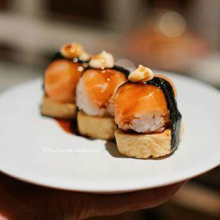 Foto - Makanan(Salmon Tamago Ball Sushi) di Tom Sushi oleh Huntandtreasure.id