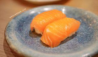 Foto 2 - Makanan(salmon nigiri) di Sushi Tei oleh @kulineran_aja