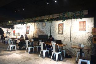 Foto 7 - Interior di Railway Coffee Station oleh Fadhlur Rohman