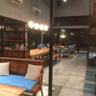 Foto 3 - Interior di Gatherinc Bistro & Bakery oleh Nisanis