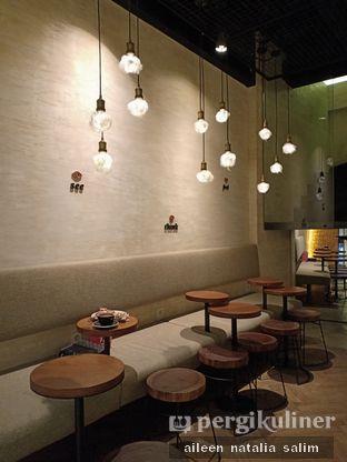 Foto 5 - Interior di Bermvda Coffee oleh @NonikJajan