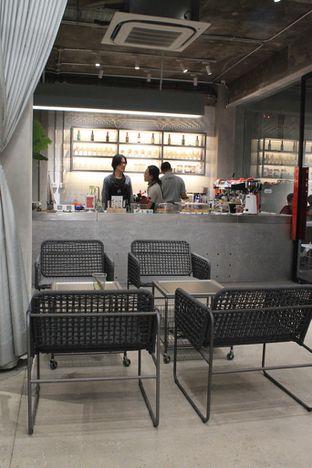 Foto 9 - Interior di Tu7uhari Coffee oleh Prido ZH