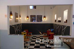 Foto 8 - Interior di Emado's Shawarma oleh Darsehsri Handayani