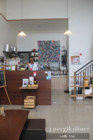 Foto 4 - Interior di Morethana Minilib & Coffee oleh Selfi Tan