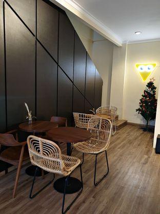 Foto 6 - Interior di Dimata Coffee and Eatery oleh ruth audrey
