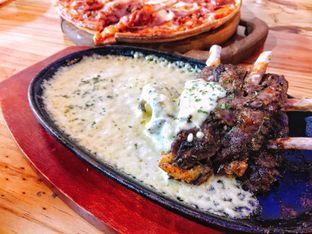 Foto 2 - Makanan di Monchitto Gourmet Pizza oleh Astrid Huang | @biteandbrew