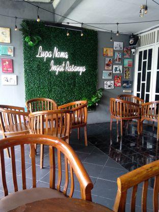 Foto 4 - Interior di Dulu Kala Coffee & Barbershop oleh PemakanSegala