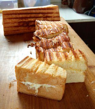 Foto 1 - Makanan di Bolu Bakar Tunggal oleh IG: waktukumakan