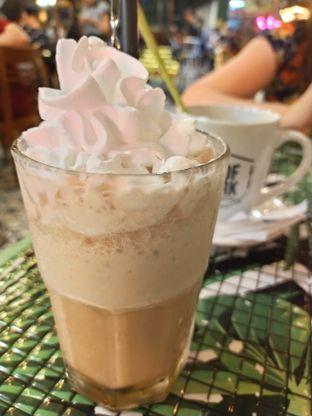 Foto 4 - Makanan(Butterhum cookies cream) di ROOFPARK Cafe & Restaurant oleh Komentator Isenk