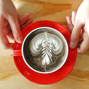 Foto 2 - Makanan(Charcoal latte) di Kopislashtea oleh kulinerjktmurah | yulianisa & tantri